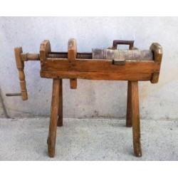 Embutidora antigua de madera